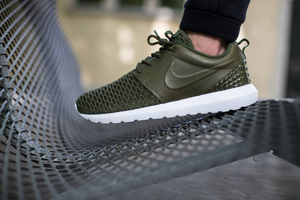 out the additional detailed on-feet photos of the Nike Flyknit Roshe
