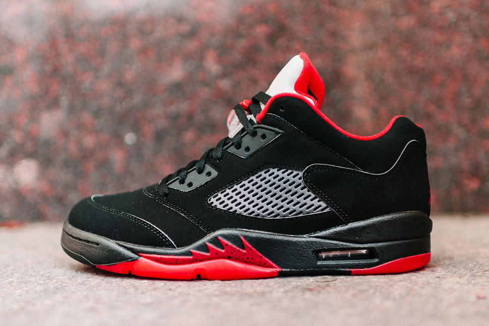 black and red jordan retro 5