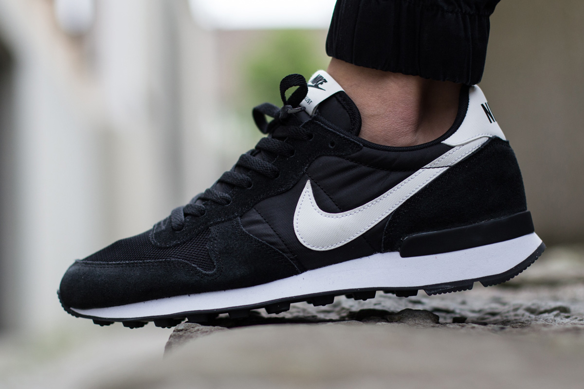 nike internationalist nylon trainers