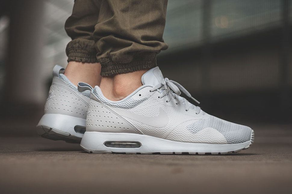 finest selection 9b522 c00ca Nike Air Max Tavas Pure Platinum