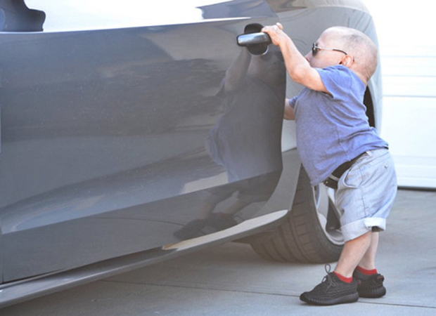 verne-troyer-adidas-yeezy-boost-350
