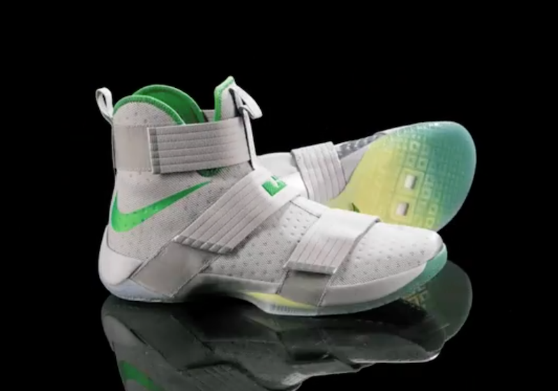 b5101c0174fe4 The Oregon Ducks Will Wear Nike LeBron Soldier 10 PE Against UCLA