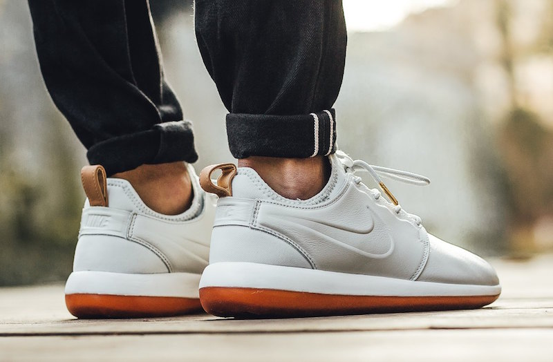 outlet store bc0c1 10e33 Nike Roshe Two Leather Premium Off-White Gum Brown