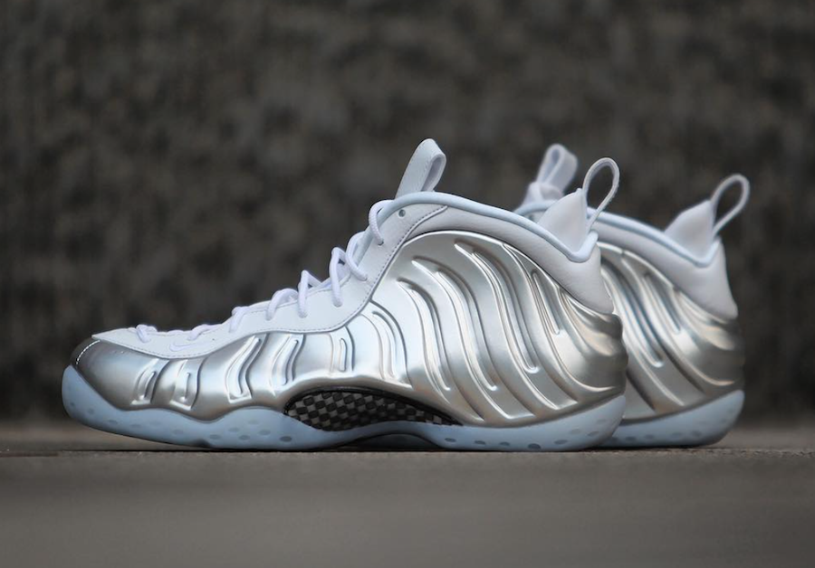 new styles 52991 233e9 Nike Womens Air Foamposite One White Chrome Sizing
