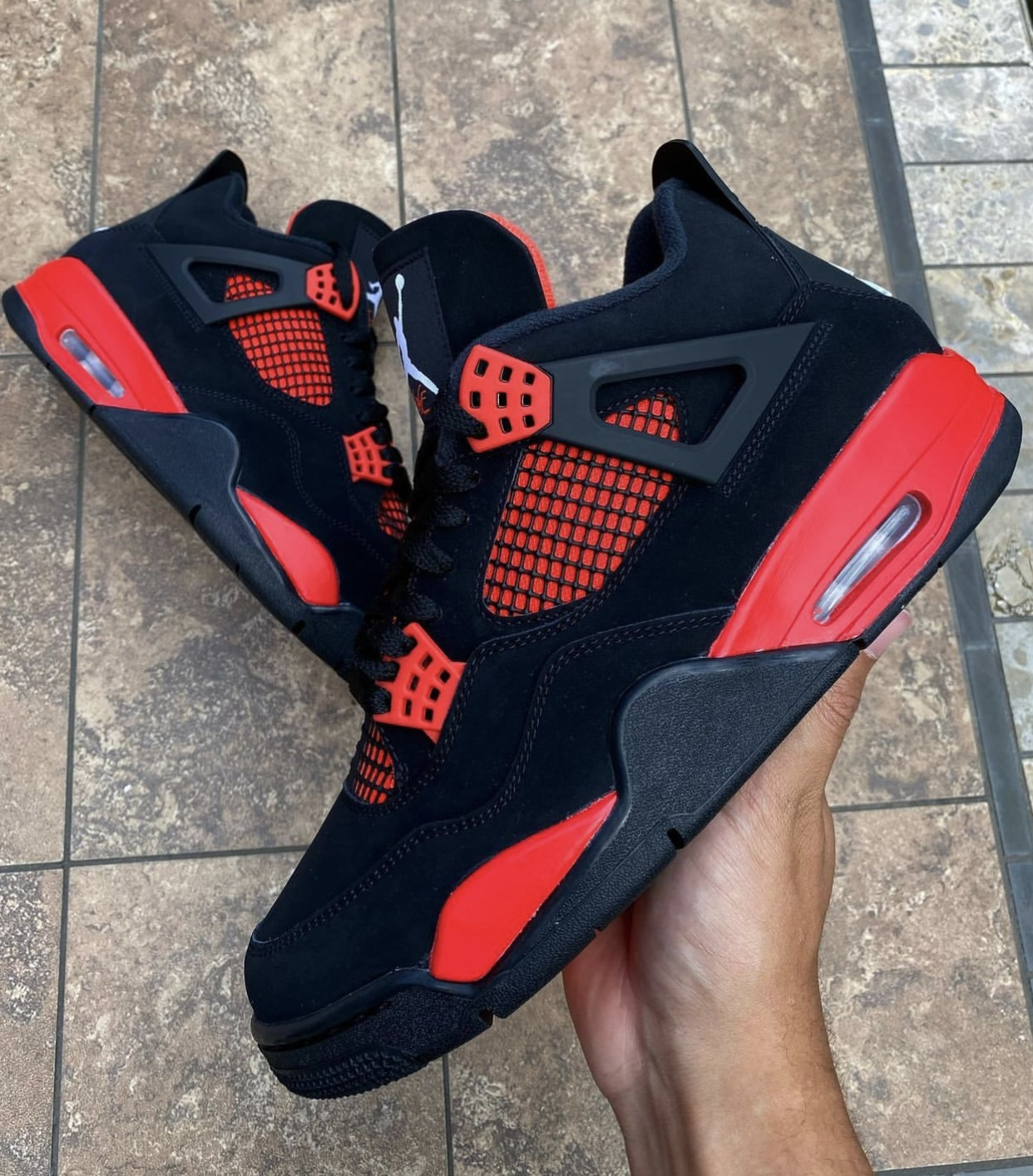 Nikesneakers, LLC Red Thunder CT8527-016 Release Date Pricing